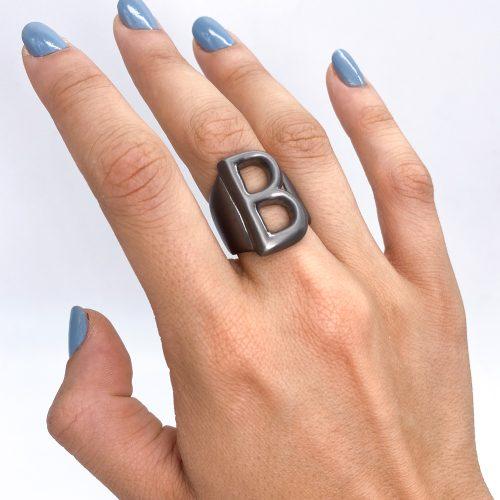 Lettera B black opaca 2